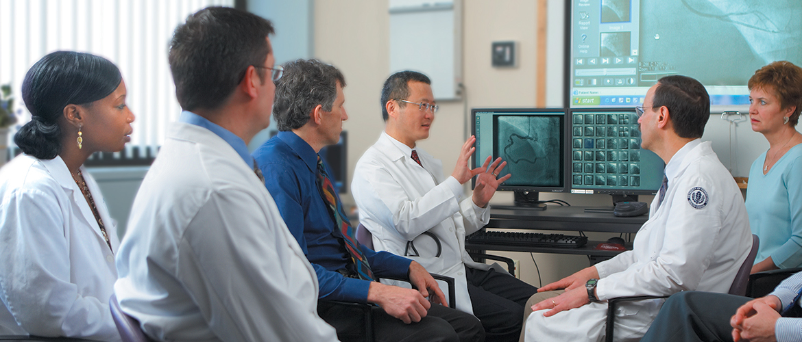 Dr. Liang and a team of cardiovascular doctors.