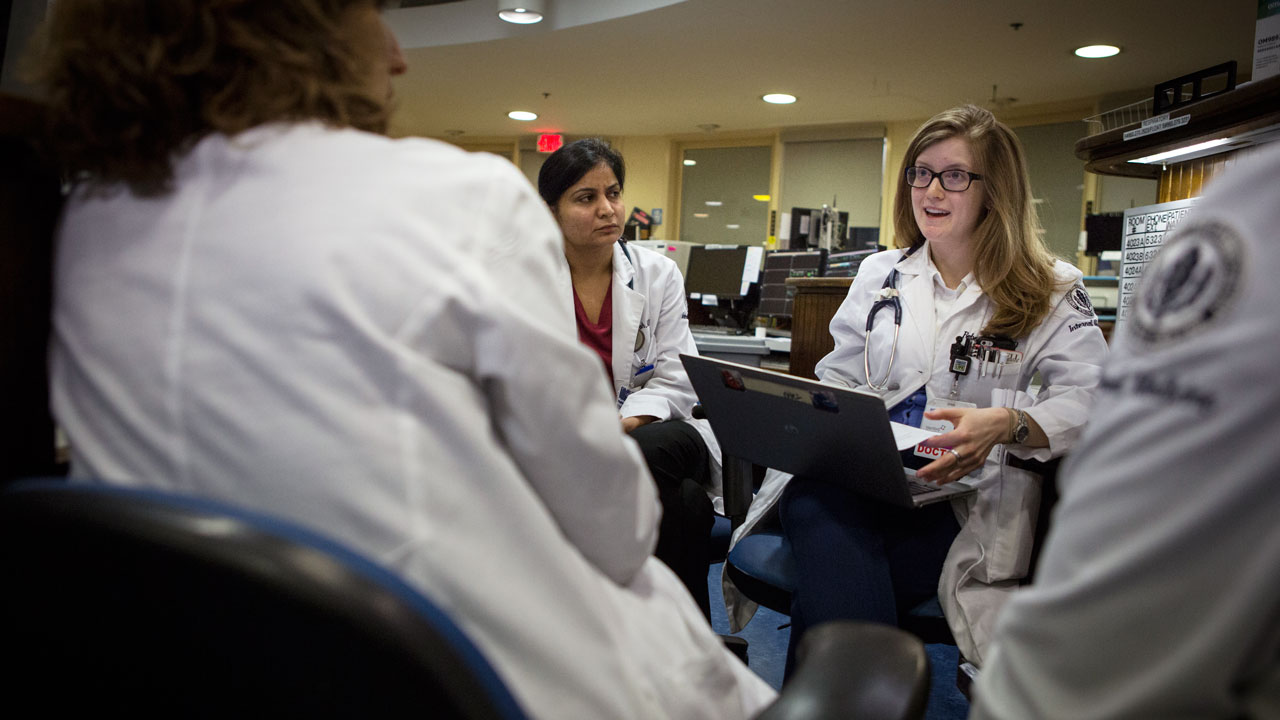 Doctors discuss cases