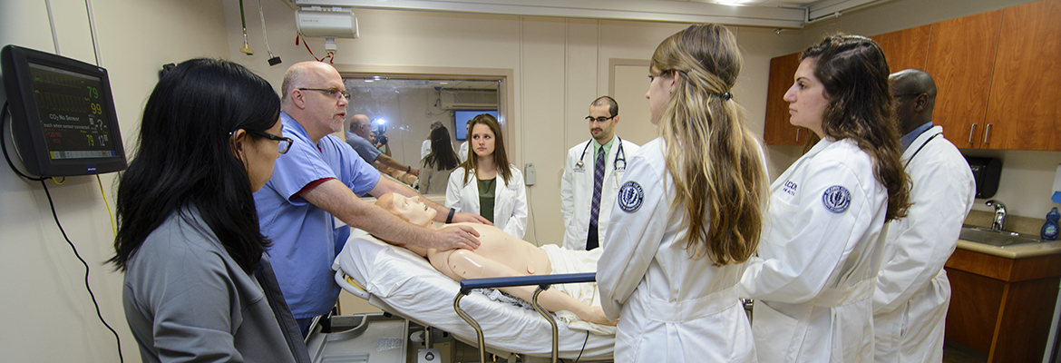 SimMan demonstration with students