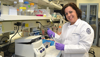 Annabelle Rodriguez-Oquendo, M.D., in her lab